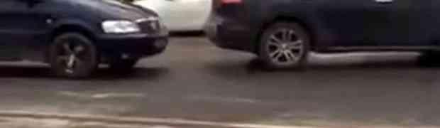 Parkirao je svoj automobil tačno na ulazu u gradilište, a onda je jednom radniku PUKAO ŽIVAC! (VIDEO)