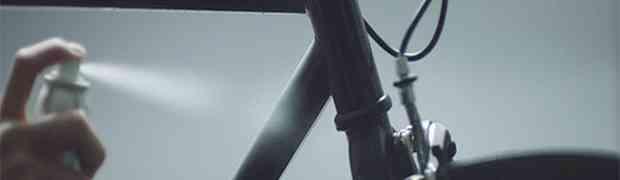 Poprskao je ovim sprejom svoje cijelo biciklo. Čekajte da vidite šta će se dogoditi kada je pao mrak! (VIDEO)