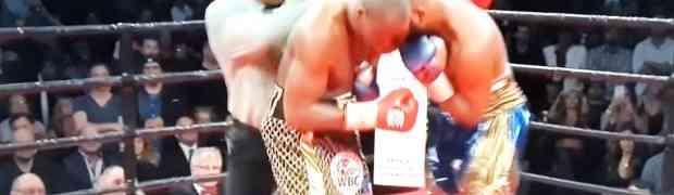 Bokser tokom meča, brutalnom ljevicom slučajno pogodio sudiju direktno u lice. Njegova reakcija nasmijala je MILIONE (VIDEO)