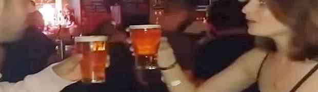 U kafiću ga je osramotila pred svima tako što je popila čašu piva brže od njega. No pravi šok je uslijedio tek kasnije...