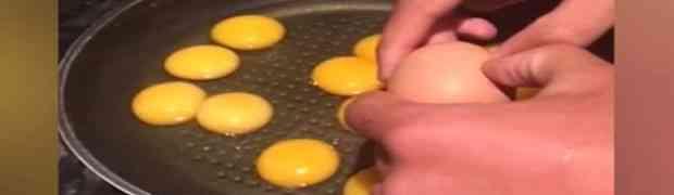 Razbio je odjednom 12 jaja, pa ostao u potpunom šoku kada je vidio šta se nalazi u njima! (VIDEO)
