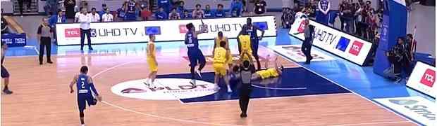 Pogledajte masovnu tučnjavu koja je izbila na kvalifikacionoj košarkaškoj utakmici između Australije i Filipina (VIDEO)