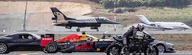 NAJLUĐA UTRKA IKADA! Turčin na motoru protiv auta, Formule 1 i DVA AVIONA! (VIDEO)