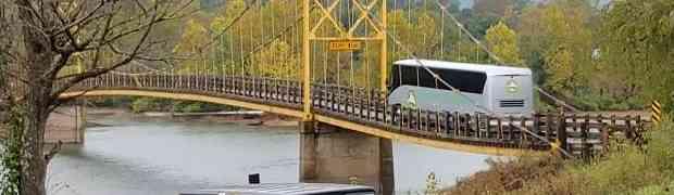 Vozač autobusa je ignorisao upozorenje o dozvoljenoj težini na mostu. Pogledajte šta je uslijedilo...
