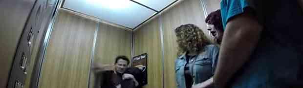 Otkinuo je glavu djevojci u liftu... Ovu scenu PAMTIĆE DOK SU ŽIVI! (VIDEO)