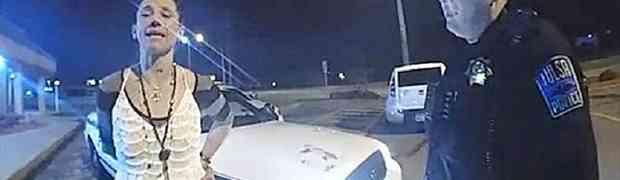 Policajci su uhapsili kradljivicu automobila, a onda se oslobodila i ukrala njihovo patrolno vozilo!
