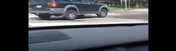 Udario je tuđi automobil i počeo da bježi s lica mjesta. Par sekundi kasnije, stigla ga je ZASLUŽENA KAZNA!