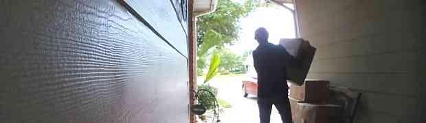 Krala je pakete ispred tuđe kuće, a onda ju je dočekalo NEUGODNO IZNENAĐENJE! (VIDEO)