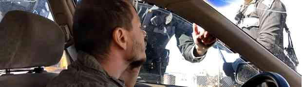 Nije htio da policiji otvori vrata, a onda je policajac uradio NAJLUĐU STVAR! (VIDEO)